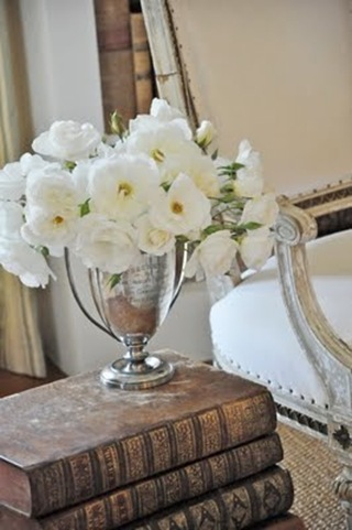 flower_arrangement_in_white