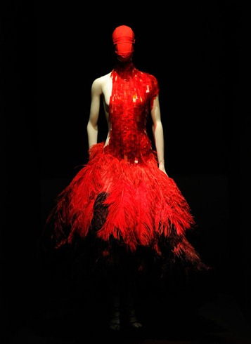 Alexander McQueen Savage Beauty Costume Institute HUEw_C3DN-4l