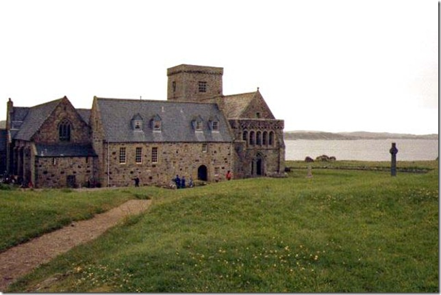 17_20_4---Abbey--Iona--Scotland_web