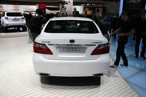 Sedan Lexus