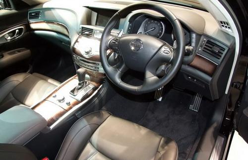 Interior Nissan Fuga