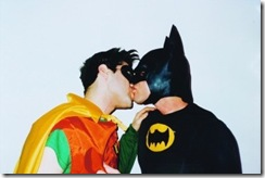 batman_robin_kisses_photo