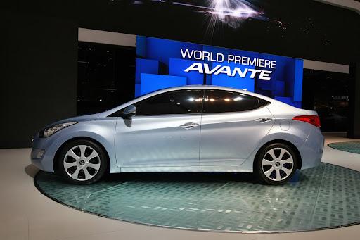 2011-Hyundai-Elantra-10.JPG
