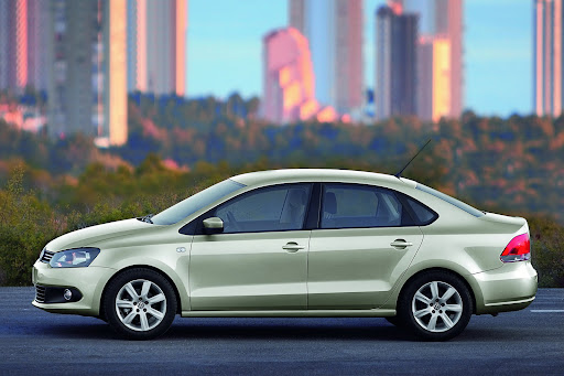 2010-Volkswagen-Polo-Sedan-2.jpg