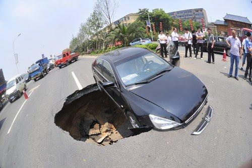 Обвал дороги в Китае
