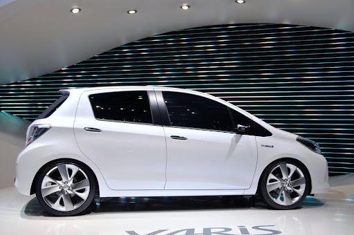 2012-Toyota-Yaris -HSD-04.jpg