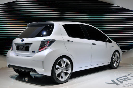 2012-Toyota-Yaris -HSD-05.jpg