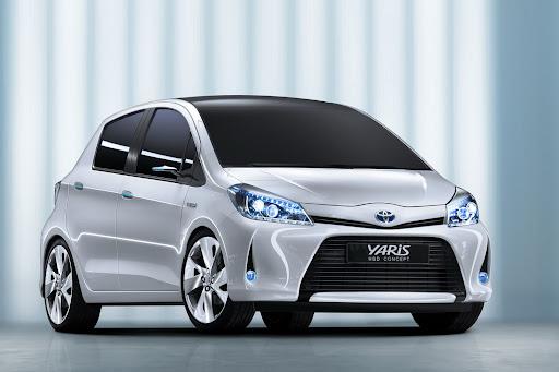 2012-Toyota-Yaris -HSD-09.jpg