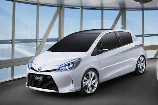 2012-Toyota-Yaris -HSD-10.jpg