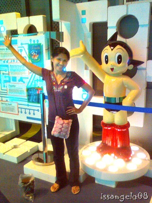 ASTROBOY!!! The world's most famous robot! Photo taken with Labsie's phone, not so clear! =I