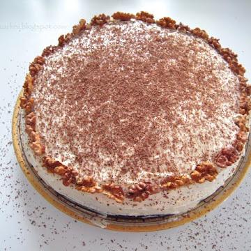 Tort z orzechów laskowych z kremem z mascarpone - Czytaj więcej »