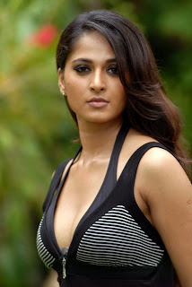 Anushka Shetty in black Skirt showing her Assets