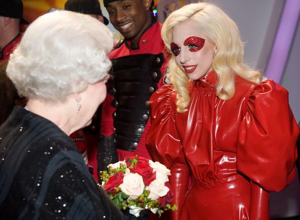 Lady%2BGaga%2Bmeets%2Bthe%2BQueen%2BTZ7uAcAynMBl Lady Gaga Hairstyles
