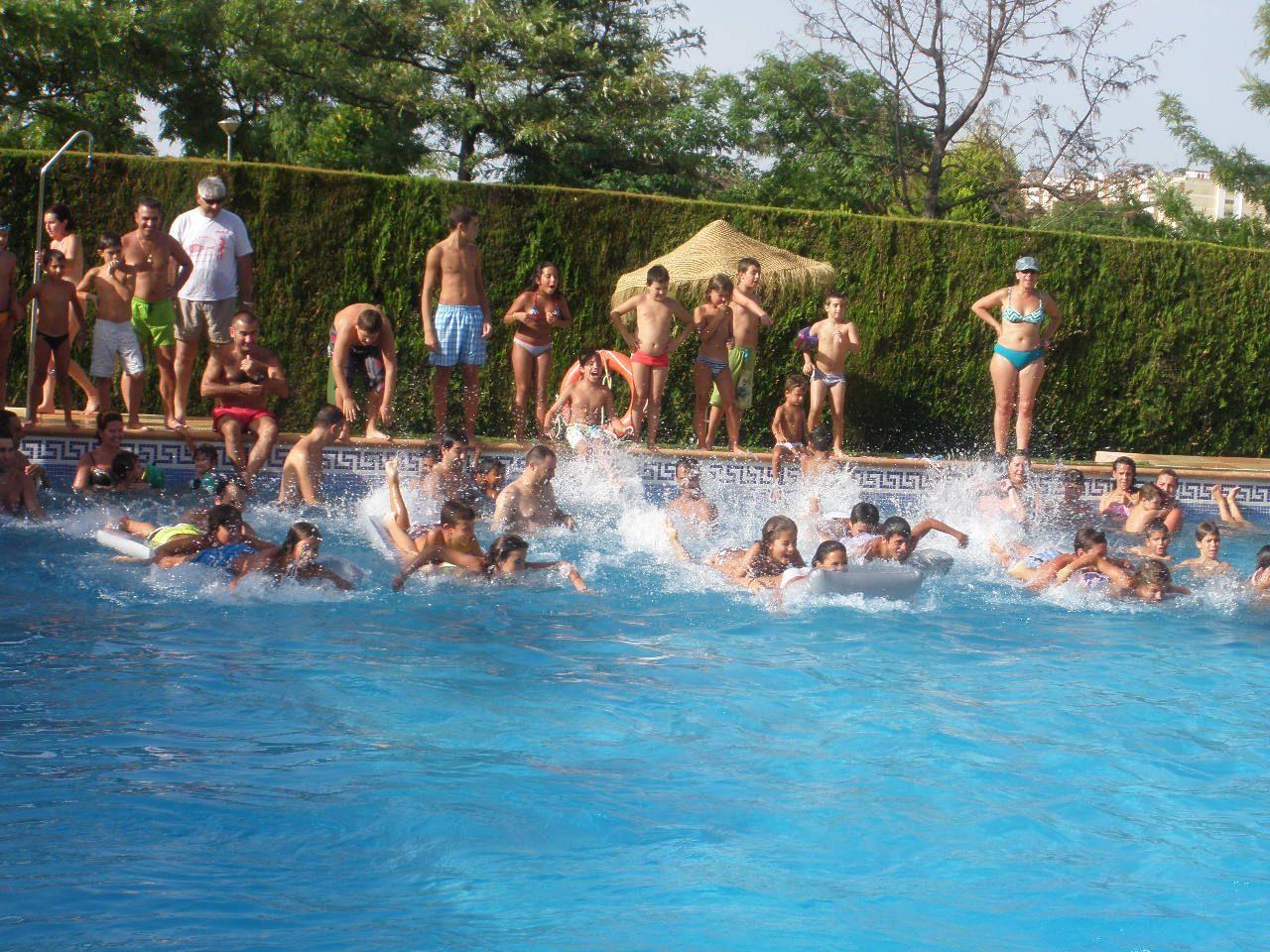 Intercomunidad nuevo molino virgen de la cinta la piscina for Colchonetas de piscina