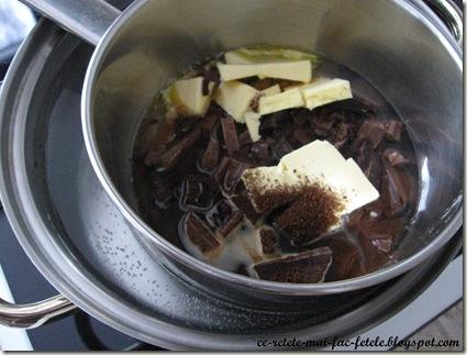 Tort Suprem de Ciocolată - topim ciocolata