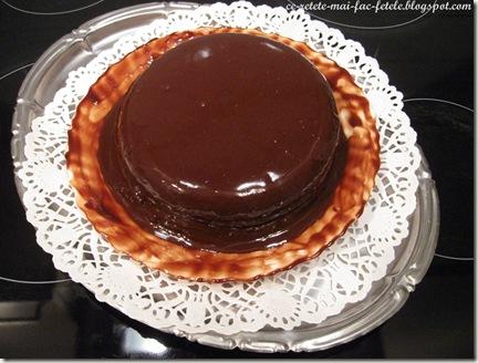 Tort Suprem de Ciocolată - uniformizam crema