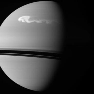 tempestade em Saturno