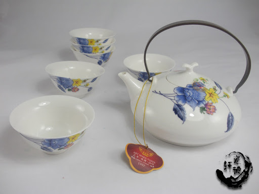 Your elegant Jingdezhen Orchid Flower Chinese tea set