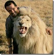 Kevin con el León Blanco