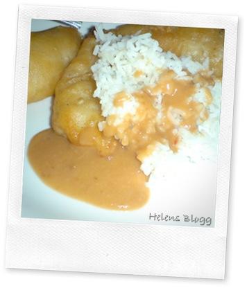 Friterad kyckling med jordnötssås och ris