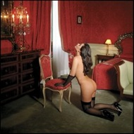 28CHIARA-KNEELING-IN-A-RED-ROOM