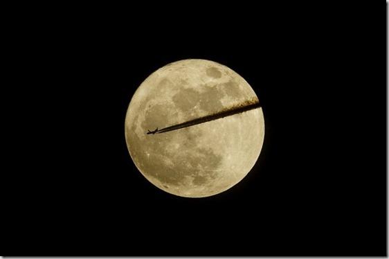 Somerset, l'aereo taglia la luna