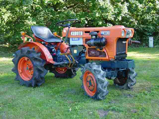 kubota b6100 b 6100 e tractor operations parts manuals for sale rh ioffer com Kubota Backhoe Attachment Kubota B6100 Front End Loader