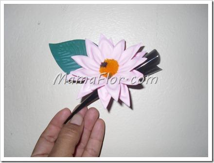 Como decorar un sencillo gancho con flores de fomys