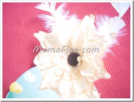 Como decorar un espejo con plumas y muranos para las for Plumas para decorar