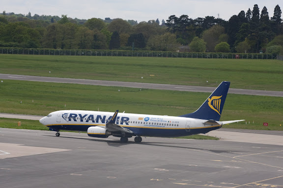 Ryanair 737-800 taxing at Birmingham Airport - Image GhettoIFE.com.