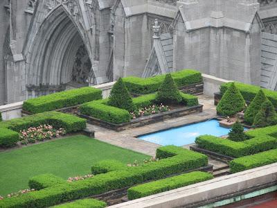 Tanaman dan bunga mirip pedoman darah bagi bumi 11 Taman Atap Paling Menakjubkan di Dunia