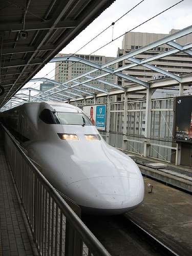 http://www.jadigitu.com/2012/12/kereta-api-cepat-di-beberapa-negera.html