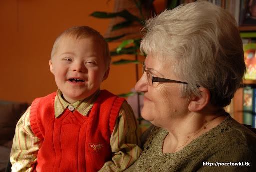 Z babcią jest radośnie.