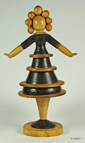 Figur 9 - Tänzerin im Reifenrock
