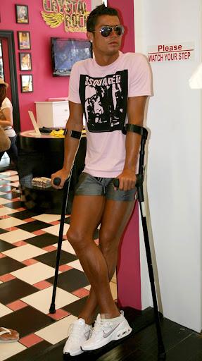 http://lh4.ggpht.com/_iWMJcoCyrD8/THpCvXV4W1I/AAAAAAAABSQ/DRzFfNa9yTQ/cristiano_ronaldo_shorts.JPG