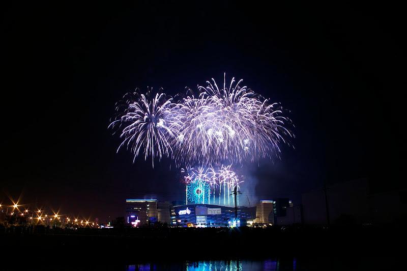 [分享]湊個熱鬧,來個2010高雄夢時代跨年煙火