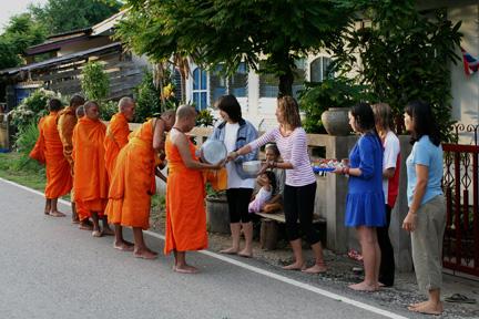 Monks_girls_4x6x72_IMG_5127-2010-07-7-21-35.jpg