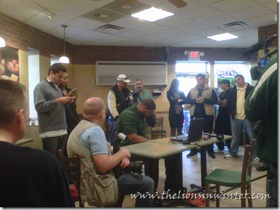 Detroit Lions bloggers and media gather around Ndamukong Suh at Subway