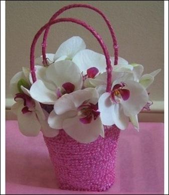 handbag-pink-bridesmaid-bouquet-flscoe myweddingflowerideas.com uk