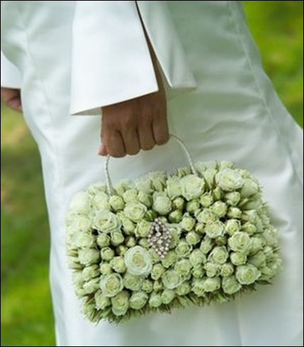 handbag-white-wedding-bouquet-cke myweddingflowerideas.com uk