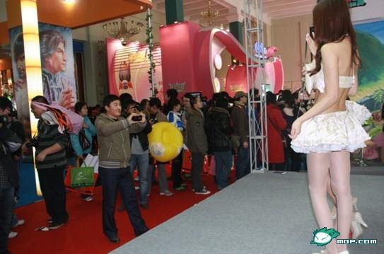 Zhang Nina (张妮娜) man nosebleed