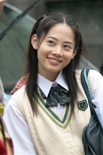 岩井堂聖子の制服画像