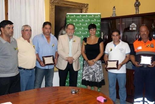 Entrega de Premios a Proteccion Civil Benalmádena por su colaboracion en el partido.