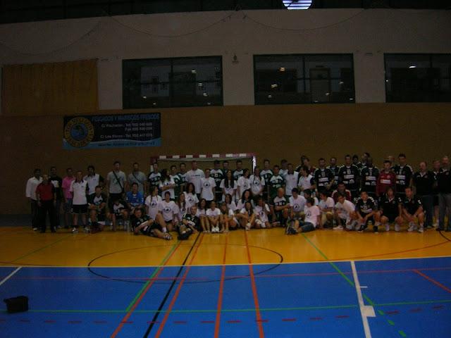 Los equipos participantes, juntos, con los organizadores y resto de personal que ha hecho posible este evento.