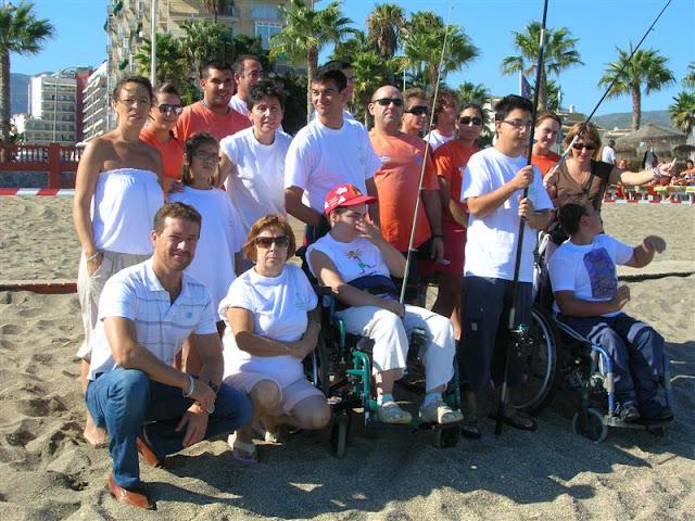 El grupo de ABAD, con el concejal D. Rafael Obrero y los Voluntarios de Protección Civil Benalmádena.