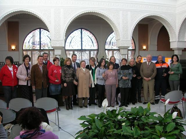 Todos los representantes de las distintas asociaciones posando con autoridades del municipio.
