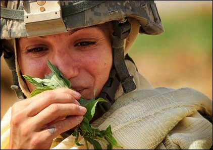 mulher soldado no Afeganistão