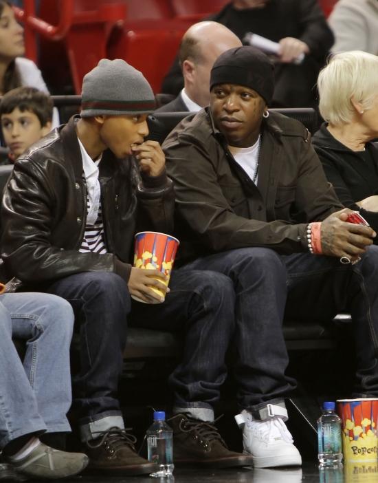 Fotos: Birdman e Birdman Jr. assistindo o jogo com Lil Wayne