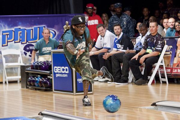 Lil Wayne Joga Boliche para Arrecadar Fundos para Instituições de Caridade