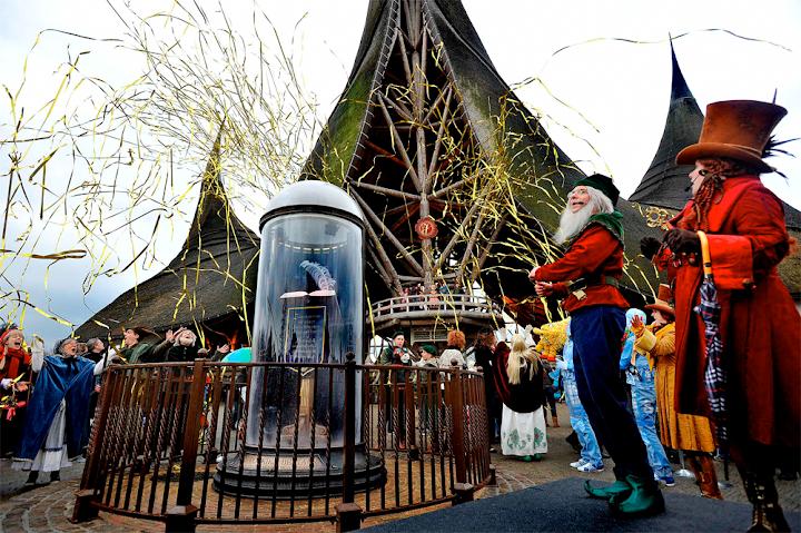 De Eeuwig Schrijvende Pennenveer. De Efteling is vanaf nu 365 dagen per jaar open!